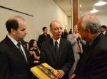 ACIA presenteia embaixador com livro de Araxá