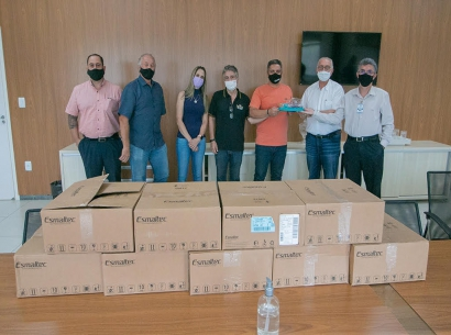 Acia e entidades doam capacetes Elmo para tratamento de casos de Covid-19 em Araxá