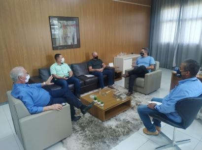 Presidente e diretores da Acia se reúnem com prefeito
